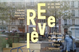 lettres-adhesives-decoupees-vitrine.jpg