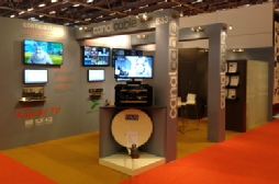 lettres-adhesives-stand-exposition.jpg